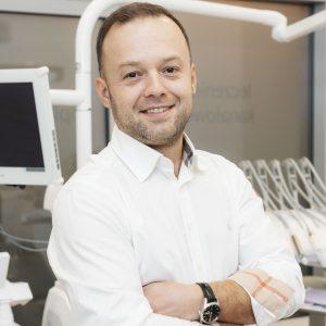 Bernard Zadrożny, implanty zębowa warszawa
